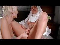 azgın rahibeler yalaşıyor hd