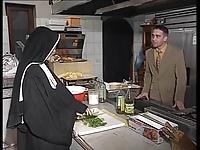 mutfakta rahibe sikişi