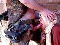asker kadını silah zoruyla sikti