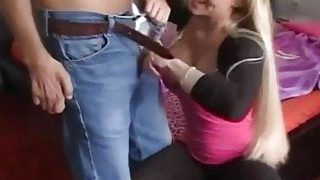 Dik göğüsleri kadını azdırdı