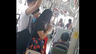 Çinli kıza otobüste dayadı