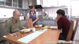 Japon Hizmetçi çatır çatır Sikiliyor
