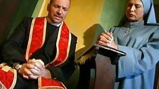 Papaz ile rahibe ateşli sex Yapıyor