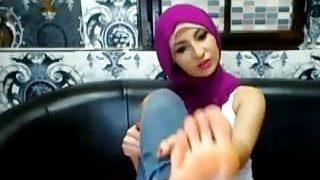 Türbanlı Suriyeli ayak fetish videosu