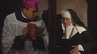 zorla sikilen kısa saçlı rahibe